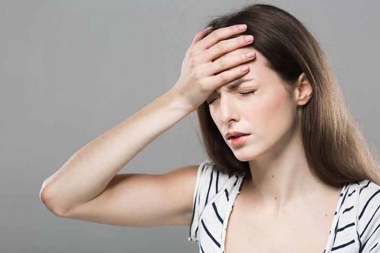 Thoái hóa đốt sống cổ chèn ép mạch máu, gây thiếu máu não, chóng mặt