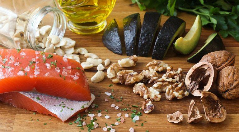 Người bệnh thoát vị đĩa đệm nên ăn nhiều thực phẩm giàu Omega 3, canxi và vitamin