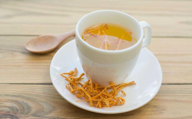 Người dùng cần thận trọng khi dùng trà đông trùng hạ thảo