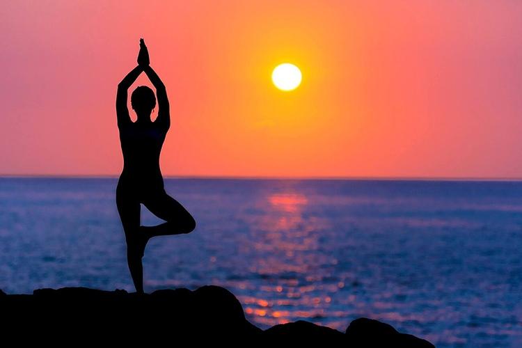 Tập luyện Yoga rất nhiều lợi ích cho sức khỏe và hỗ trợ điều trị thoái hóa cột sống