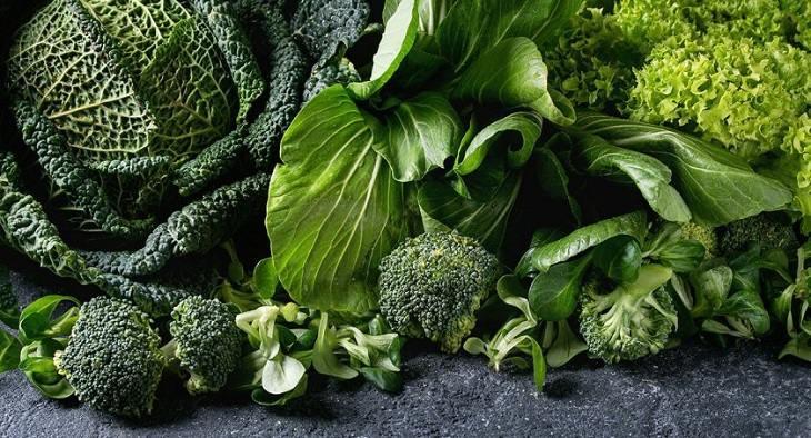 Rau xanh là một trong những cái tên hàng đầu trong danh sách bị thoái hóa cột sống nên ăn gì tốt nhất