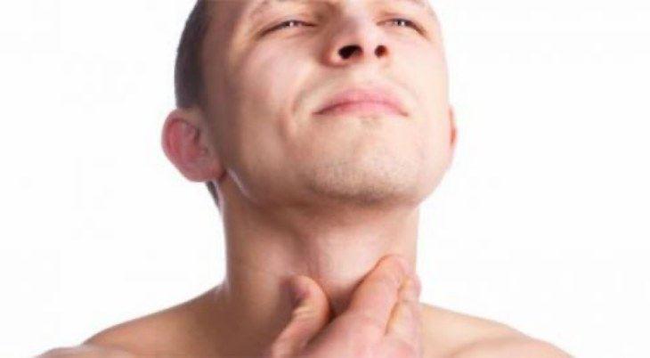 Các triệu chứng của ợ hơi nóng cổ