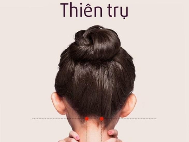 Bấm huyệt Thiên Trụ giúp cải thiện tình trạng đau đầu do căng thẳng, mệt mỏi
