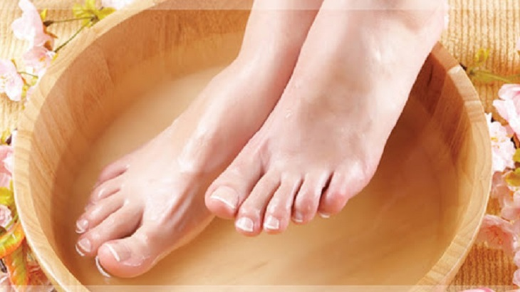 Thói quen ngâm chân bằng nước nóng làm tăng nguy cơ bị á sừng