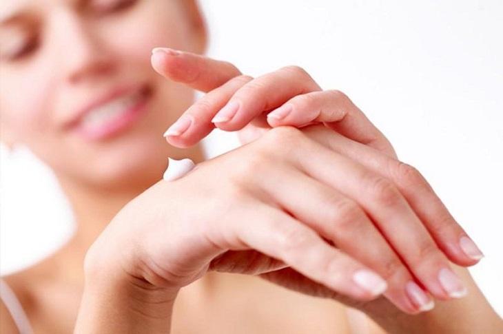 Chăm sóc da bị vảy nến là cách hỗ trợ điều trị bệnh nên làm
