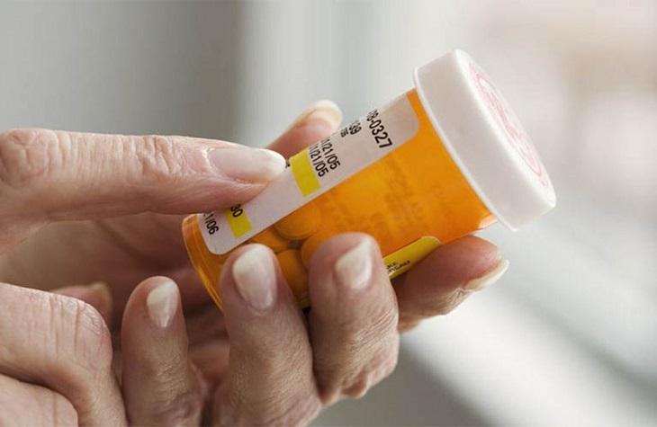 Dùng thuốc tân dược kiểm soát sự lan rộng của bệnh