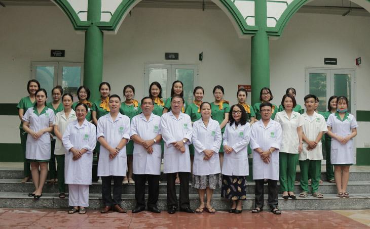 Đội ngũ y bác sĩ giỏi chuyên môn, nhiều kinh nghiệm, luôn hết lòng vì người bệnh