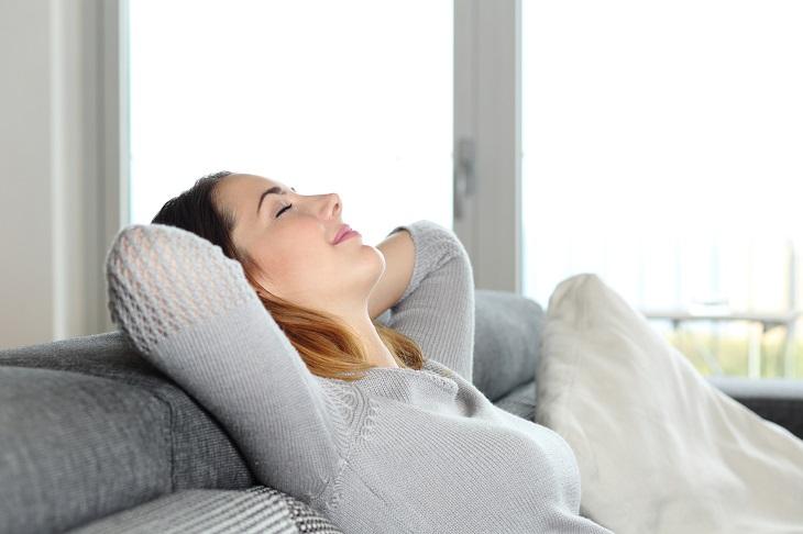 Tránh thay đổi tư thế đột ngột để hạn chế đau đầu, chóng mặt