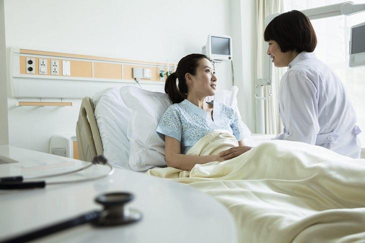 Người bệnh cần đến bệnh viện để được khám, điều trị