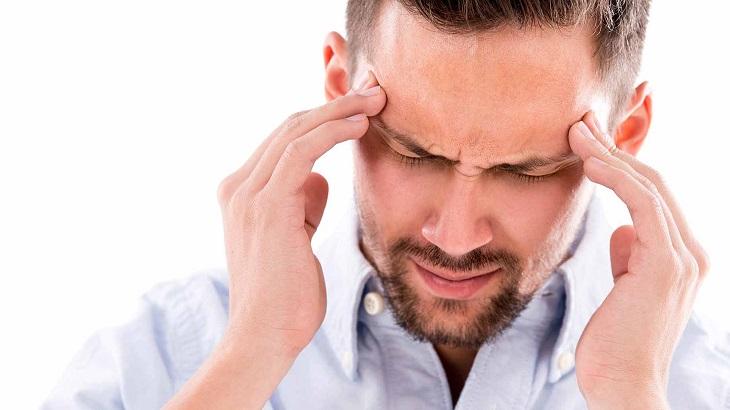 Đau đầu giật dây thần kinh là hiện tượng người bệnh bị đau đầu kèm theo triệu chứng giật dây thần kinh trên đầu