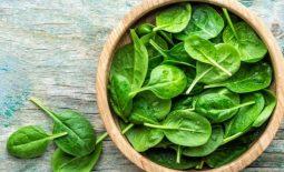 Nên bổ sung rau cải bó xôi, rau bina trong thực đơn