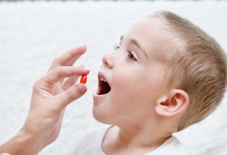 Có thể cho trẻ uống thuốc giảm đau để dứt cơn đau