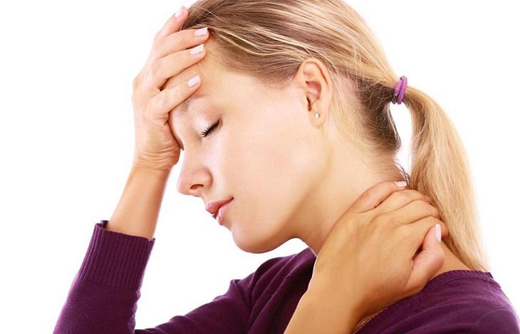 Đau đầu mỏi cổ có thể đi kèm với một số triệu chứng khác như hoa mắt, chóng mặt