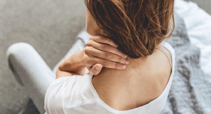 Đau đầu mỏi cổ còn là dấu hiệu của một số bệnh lý nguy hiểm như đau đầu sau gáy do u não, bệnh tim mạch, viêm màng não