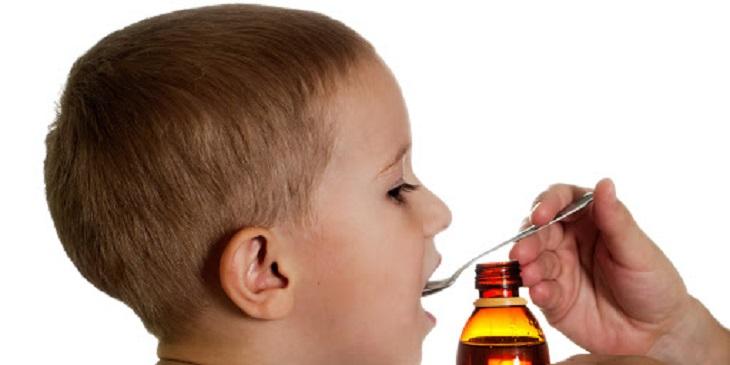 Sử dụng thuốc giảm đau để cắt cơn đau đầu cho trẻ