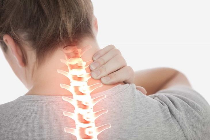 Những triệu chứng thường xuyên gặp phải khi bị đau đầu phía sau bên phải