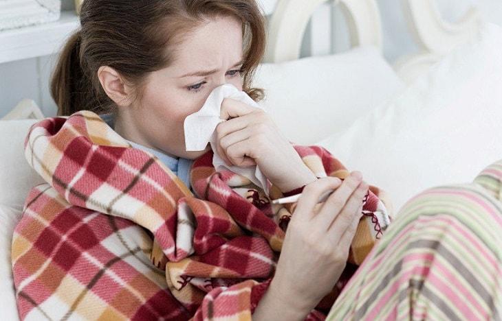 Người bệnh có thể gặp phải triệu chứng này do cảm lạnh