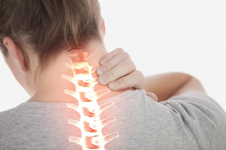 Một số chấn thương vùng đầu cổ có thể khiến người bệnh bị ù tai và đau đầu