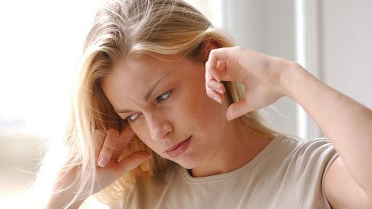 Đau đầu ù tai là hiện tượng người bệnh bị đau đầu kết hợp với việc xuất hiện những âm thanh lạ trong tai