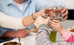 Đau nhức xương khớp sau khi uống rượu bia thường xảy ra ở nam giới