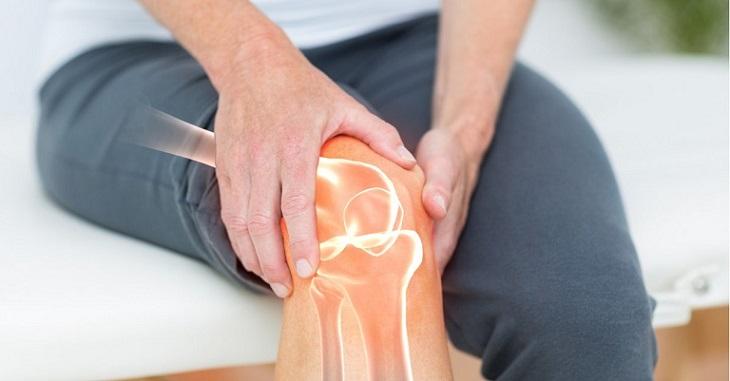 Tình trạng đau nhức, tê bì chân tay có thể là triệu chứng của một số bệnh về xương khớp