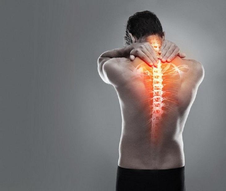 Đau nhức xương sống lưng làm cho người bệnh khó chịu, mệt mỏi