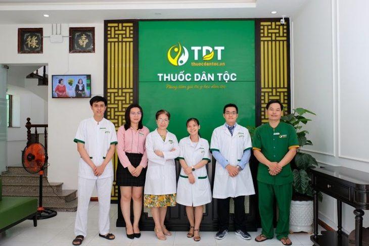 Đội ngũ y bác sĩ công tác tại Thuốc dân tộc 145 Hoa Lan