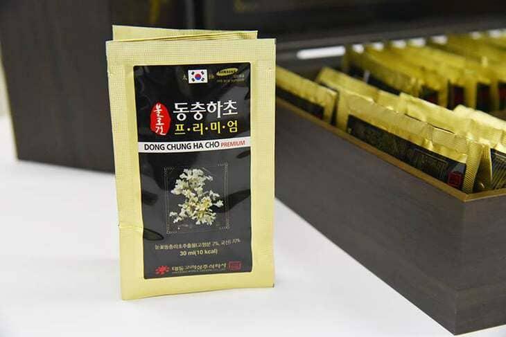 Bao bì đóng gói của 1 hộp đông trùng Premium - Hộp đen sang trọng