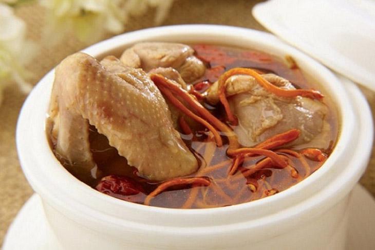 Món ăn từ đông trùng hạ thảo và thịt gà bồi bổ cơ thể