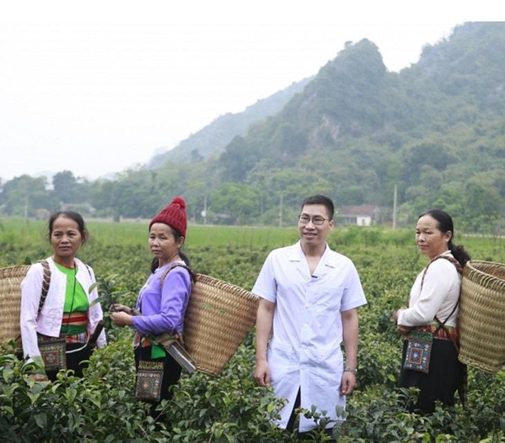 Lương y Hoàng Văn Tuấn là người dân tộc Mường nổi tiếng với các bài thuốc Nam điều trị bệnh