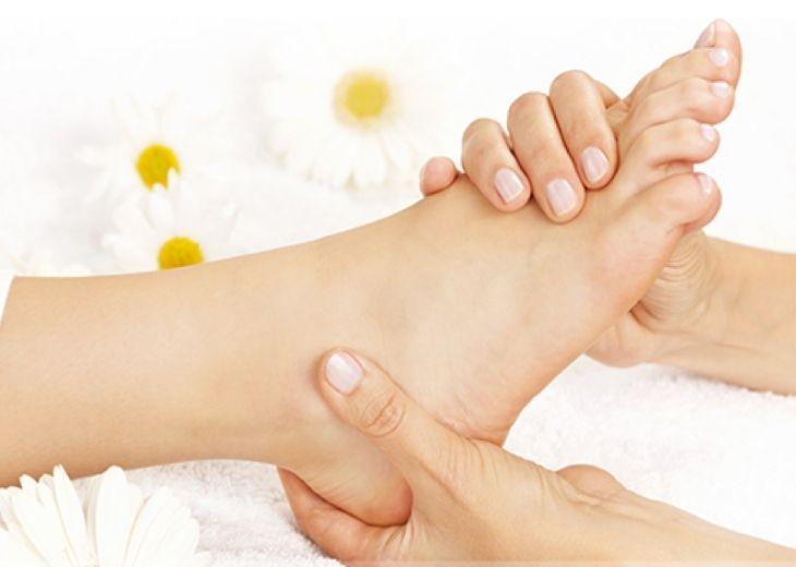 Thường xuyên massage chân tay giúp kích thích lưu thông máu trong cơ thể