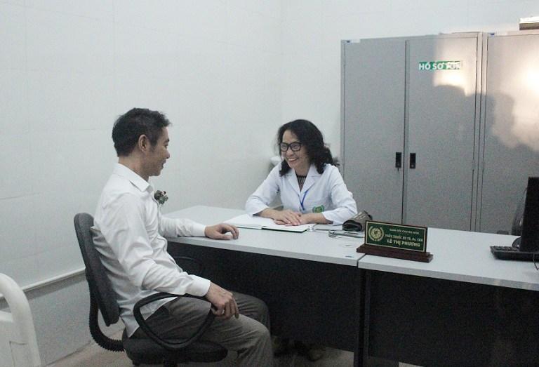 NSND Công Lý trải nghiệm thăm khám, tư vấn sức khỏe cùng bác sĩ Lê Thị Phương