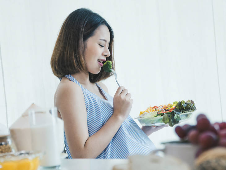 Mẹ bầu nên xây dựng chế độ ăn uống hợp lý để phòng ngừa bệnh