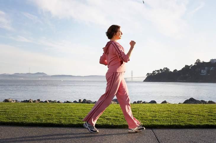 Người bệnh nên tập luyện thể thao mỗi ngày để xương khớp luôn chắc khỏe, linh hoạt