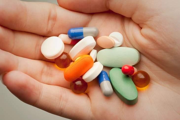 Uống thuốc Tây y chữa bệnh