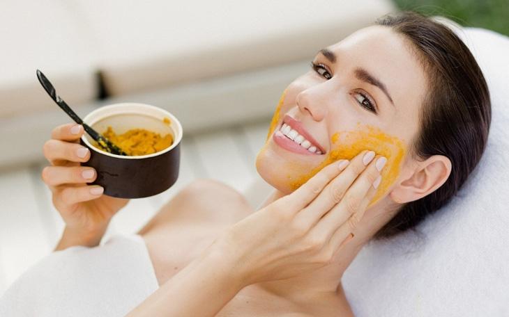 Đây là nguyên liệu nổi tiếng với tác dụng làm trắng da, trị mụn, nám da hiệu quả