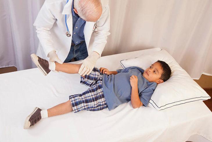 Đau nhức xương khớp ở trẻ nhỏ là tình trạng đau mỏi, tê nhức ở các khớp xương