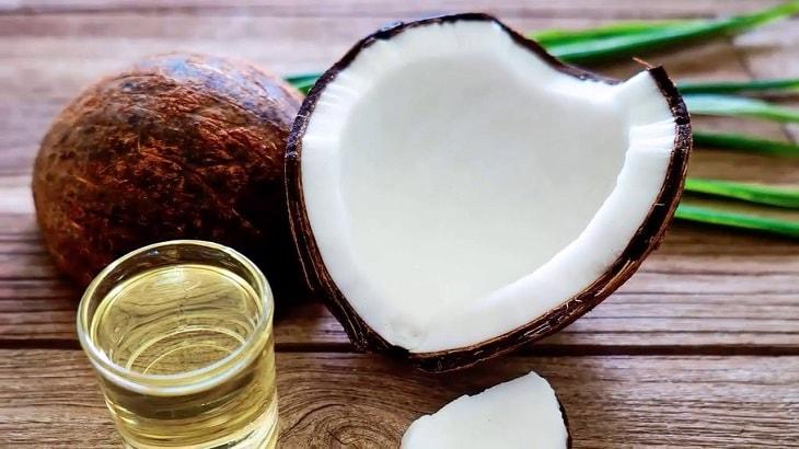 Dầu dừa có thể làm mềm tóc và da đầu