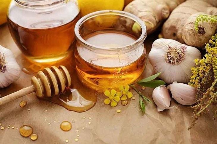 Dùng tỏi và mật ong chữa viêm xoang