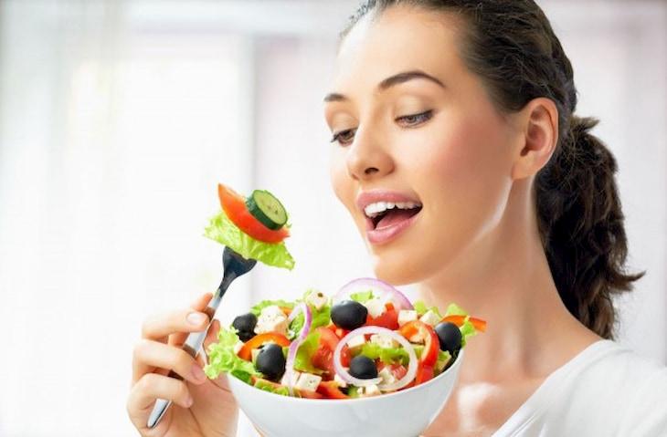 Rau xanh chứa nhiều vitamin và khoáng chất giúp giảm cân rất tốt