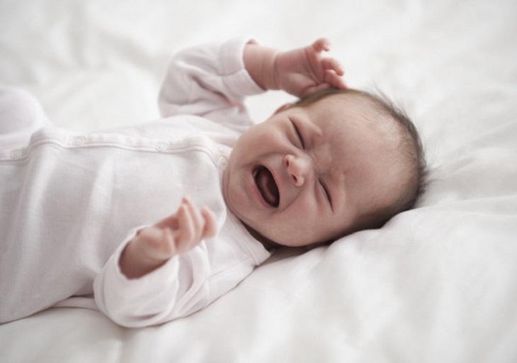 Trẻ khi bị tổ đỉa sẽ bị ngứa ngáy và quấy khóc