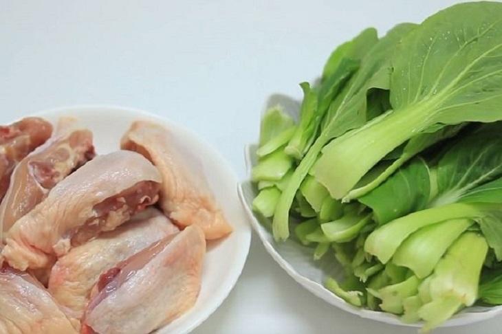 Thịt gà ăn với rau cải sẽ gây nóng trong người