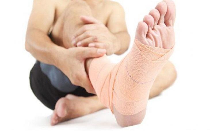 Bất động vùng chân giúp xương khớp hồi phục nhanh