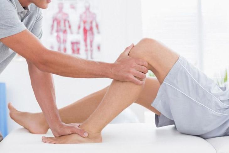 Bấm huyệt độc tỵ trị đau khớp gối