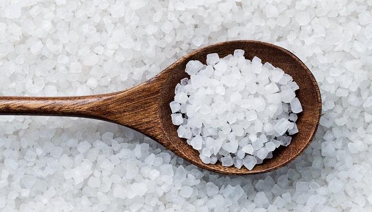 Sử dụng muối biển chữa tổ đỉa