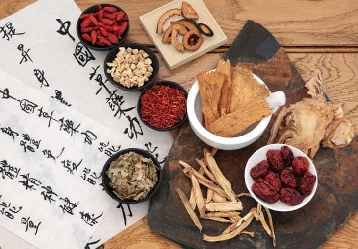 Các vị thuốc Đông y cũng có tác dụng tốt trrong điều trị viêm da tiết bã