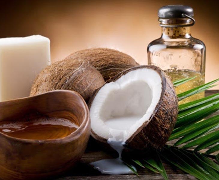 Cách làm trắng răng bằng dầu dừa được thực hiện ngay tại nhà