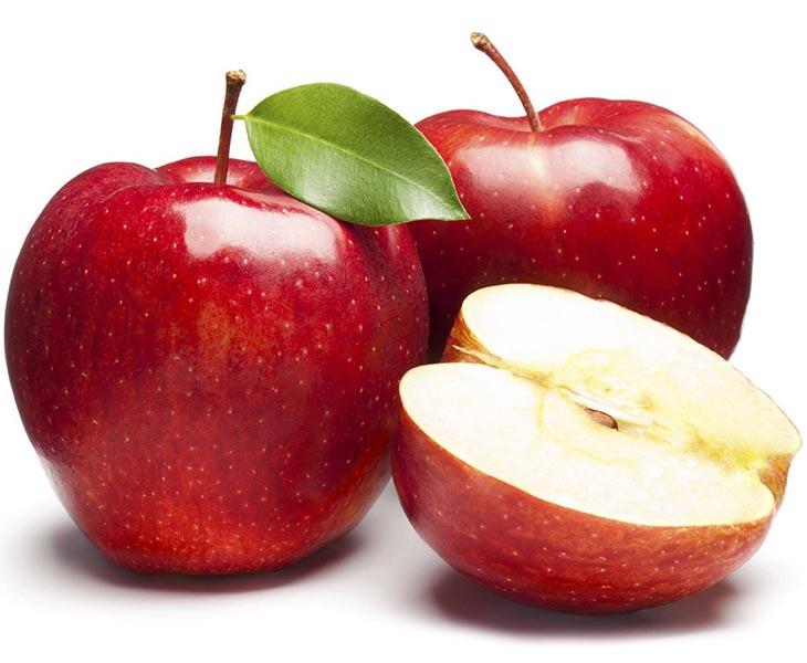 Cách làm trắng răng với táo khá đơn giản và dễ thực hiện