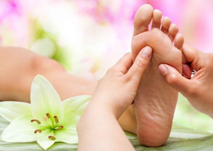 Liệu pháp xoa bóp bấm huyệt chữa tê chân giúp cân bằng âm dương và đả thông kinh mạch trong cơ thể