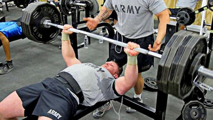 Đẩy tạ trên ghế giúp giảm cân hiệu quả